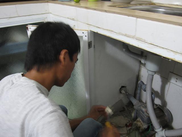 Lắp máy bơm tăng áp tại nhà khách hàng